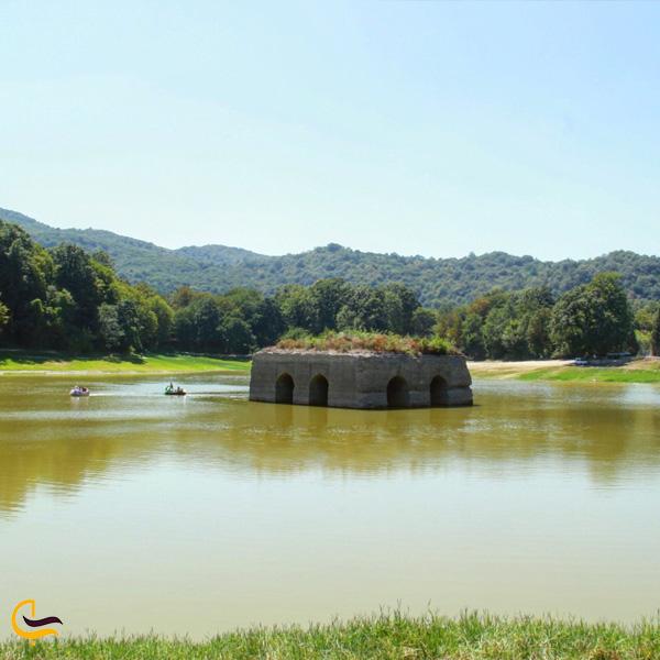 تصویری از دریاچه عباس آباد
