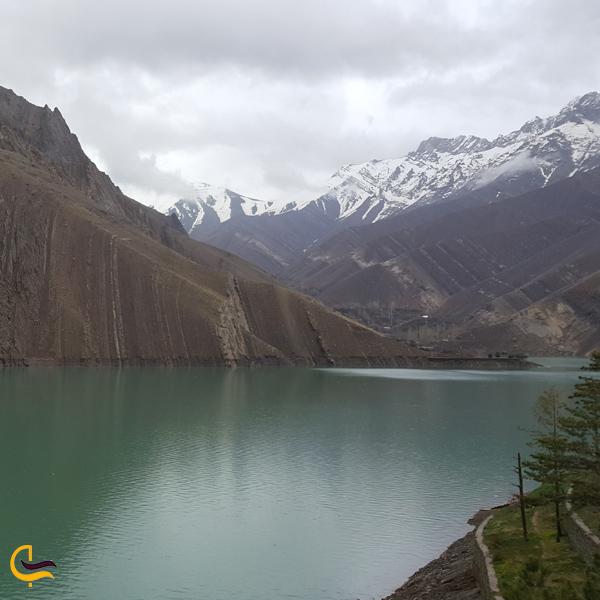 تصویری از دریاچه سد امیرکبیر