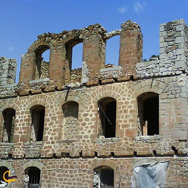تصویری از قصر آینالو