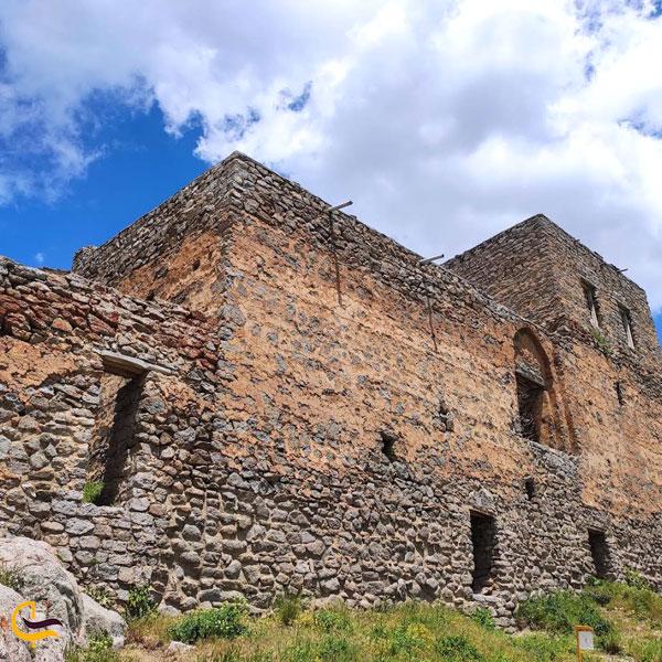 تصویری از قلعه بابک