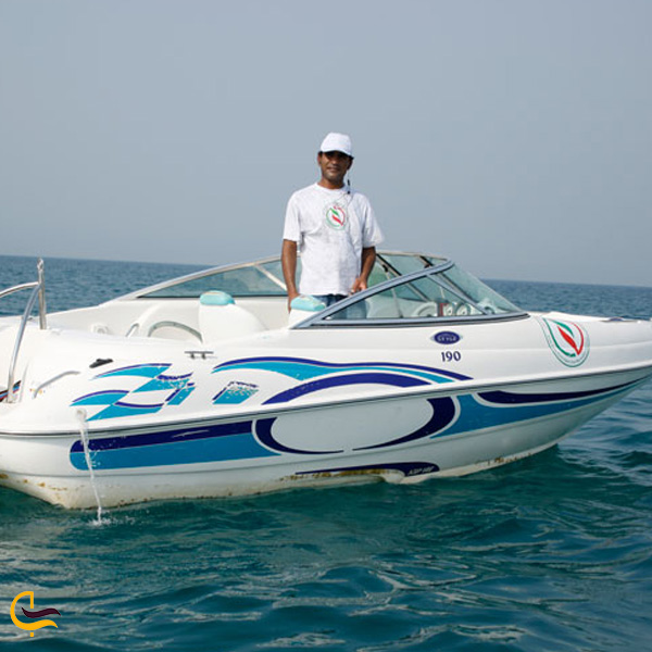 تصویری از قایق سواری در کیش