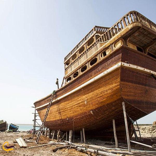 تصویری از ساخت کشتی در بندر گوران قشم