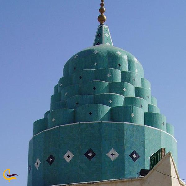 نمای نزدیک از امامزاده سلیمان بن علی بندر گناوه