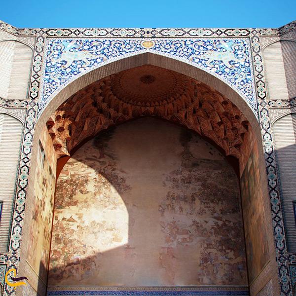نمای نزدیک از سردر قیصریه اصفهان