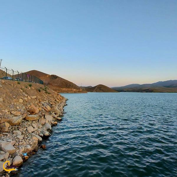 نمایی از دریاچه سد اکتبان