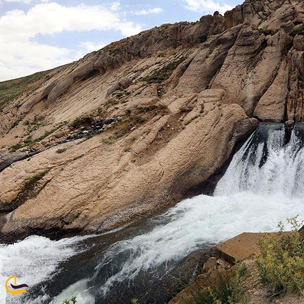 تصویری از چشمه کوهرنگ