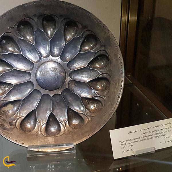 نمایی ازبشقاب هاب تاریخی موزه رضا عباسی