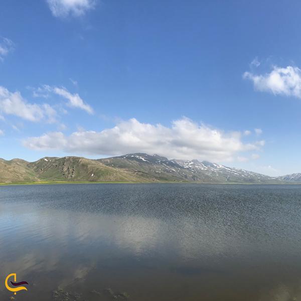 تصویری از دریاچه نئور