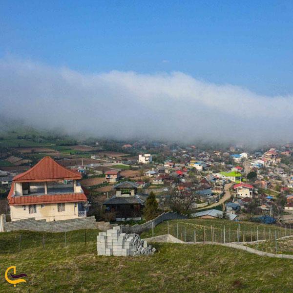 تصویری از طبیعت روستای پر کوه