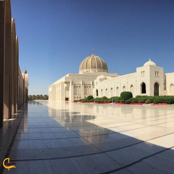 تصویری از صحن مسجد جامع سلطان قابوس