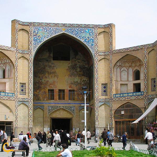 تصویر سر در قیصریه میدان نقش جهان اصفهان
