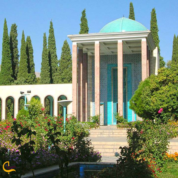 عکسی از آرامگاه سعدی در شیراز