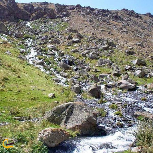 تصویری از طبیعت سرسبز جاذبههای دیدنی آبشار گورگور