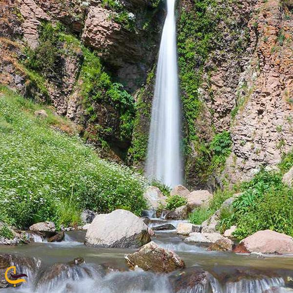نمایی از آبشار گور گور