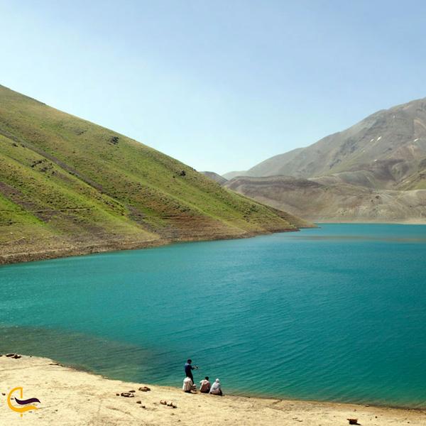 تصویری از طبیعت سرسبز دریاچه تار