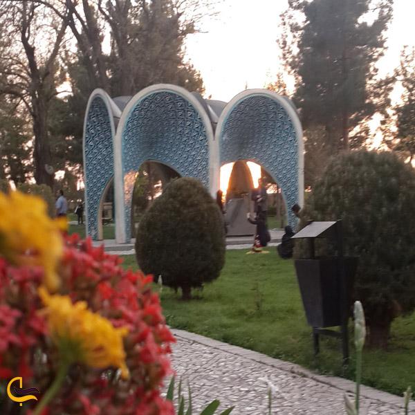 تصویری از مقبره کمالالملک
