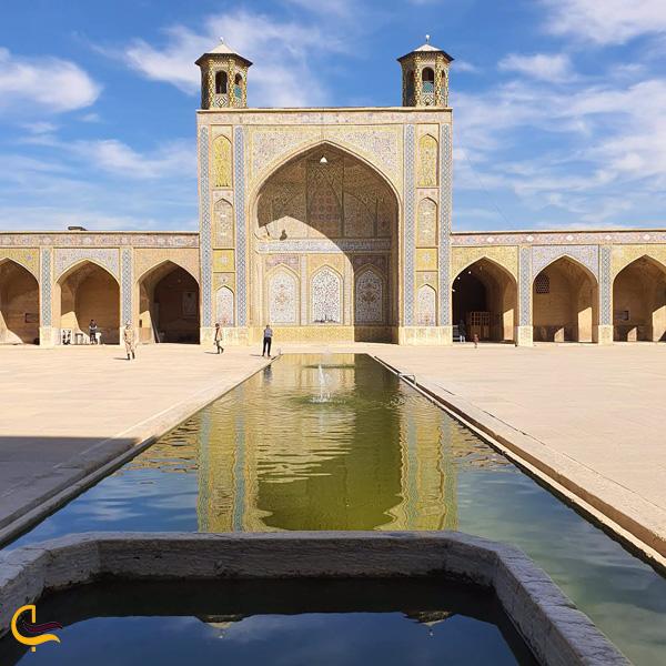 تصویری از حوض مسجد وکیل شیراز