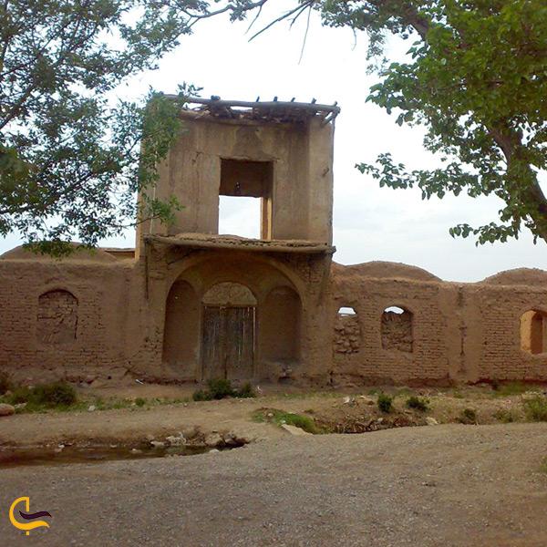 بازدید از قلعه نشست آباد دلیجان
