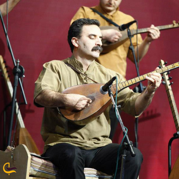 تصویری از آقای چنگیر مهدی پور نوازنده کلیبر