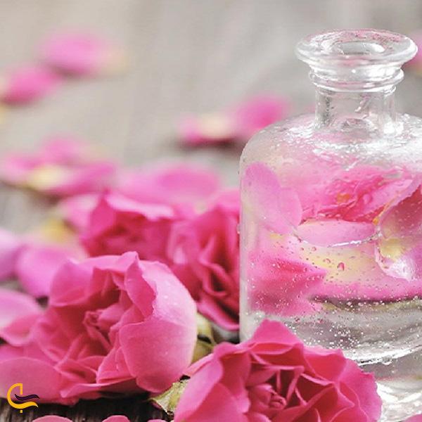 تصویری از گلاب گل سرخ