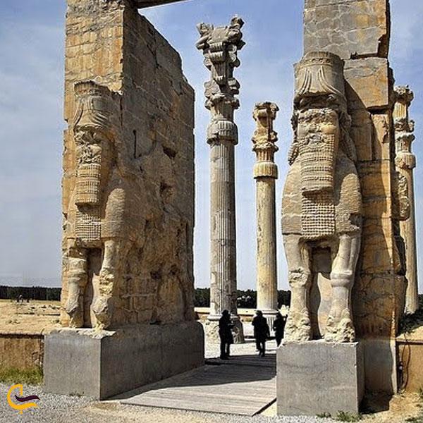 نمایی از بنای تاریخی تاریخی تخت جمشید