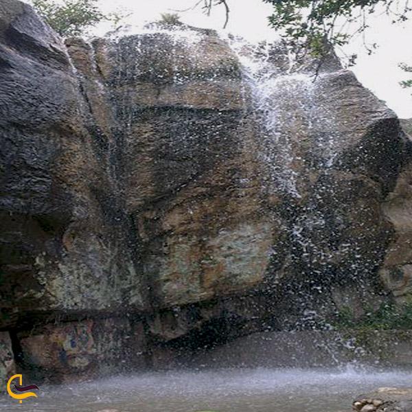 تصویری از آبشار باغ