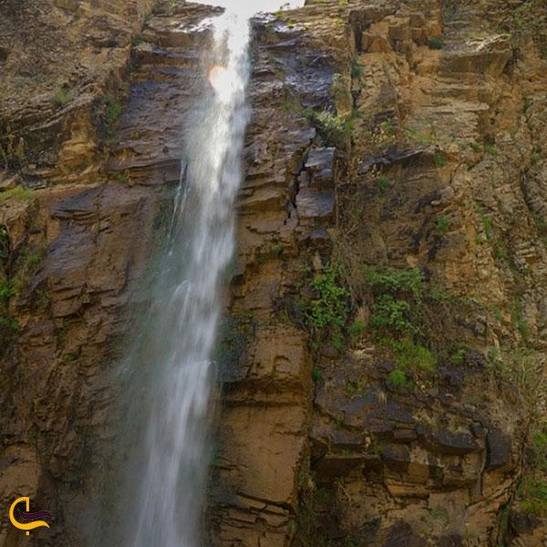 عکس نزدیک آبشار رزگه
