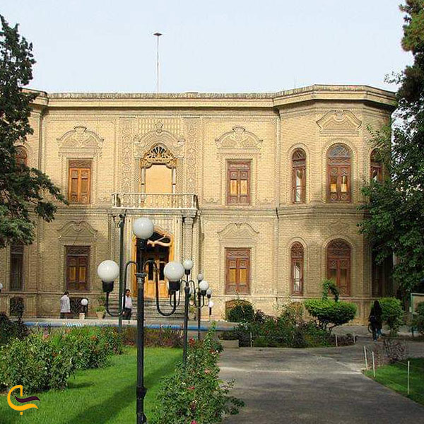 تصویری از موزه آبگینه و سفالینه های ایران