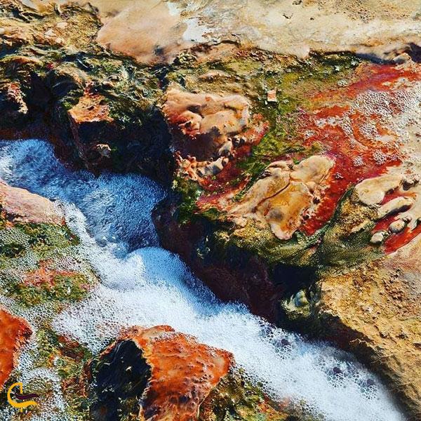 عکس املاح معدنی در آب چشمه