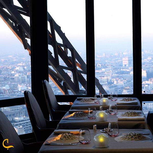 تصویری از رستوران فرانسوی له کورِیل