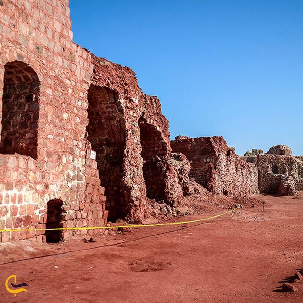 تصویری از قلعه پرتغالی های لافت
