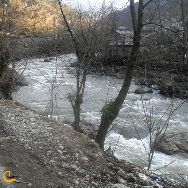 تصویری از طبیعت رودخانه سیاه مزگی چوبر
