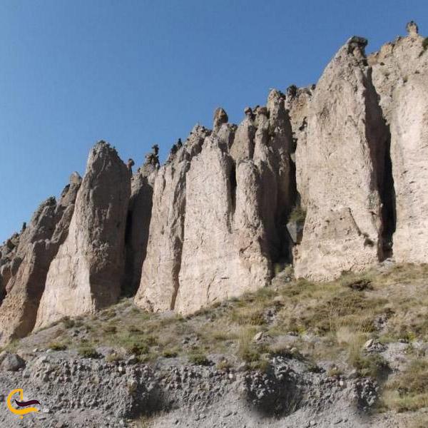 عکس مجسمههای سنگی شیروان دره