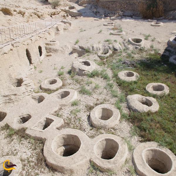 نمایی از چاه های تلا بندر لافت