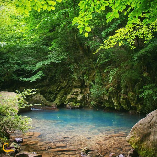 تصویری از آب زلال غار آبی دیورش
