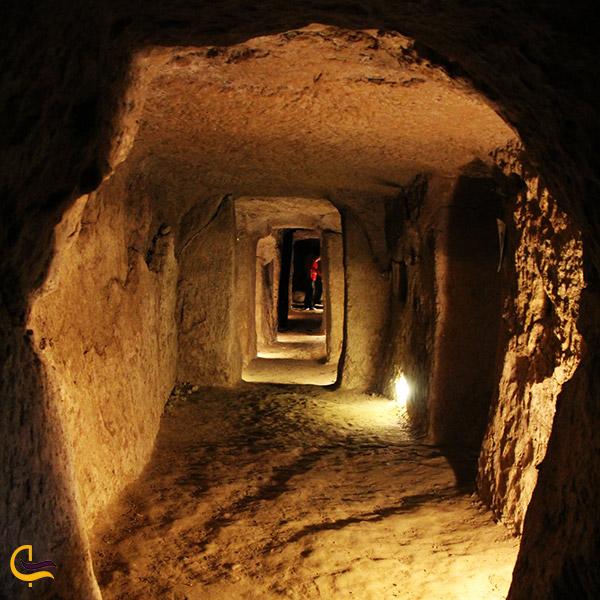 عکس راهروهای شهر زیرزمینی نوش آباد