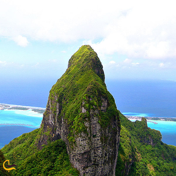 تصویری از کوه سرسبز اُتِمانو