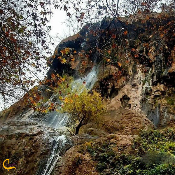 عکس دیواره غار آبشار کمرد