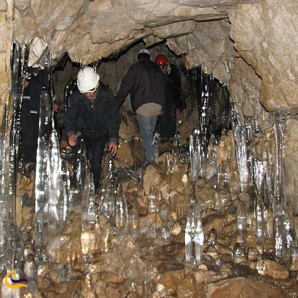 عکس مسیر پرپیچوخم غار یخ مراد چالوس