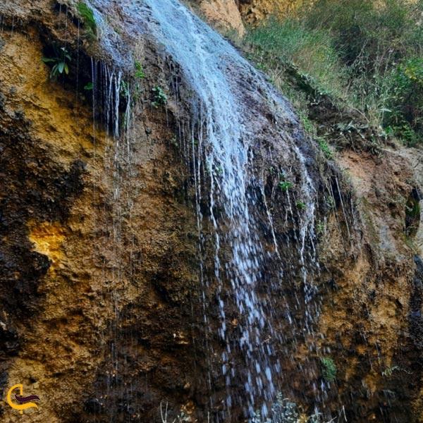 نمایی از آبشار مورزیان