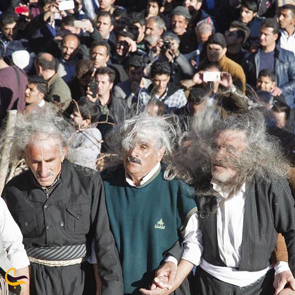 تصویری از رقص و دف در مراسم پیرشالیار در اورامانات