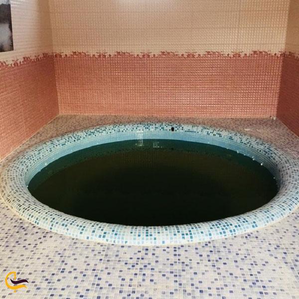 عکس چشمه و حمامهای آبگرم
