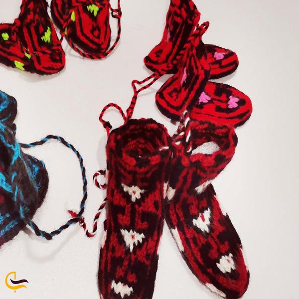 تصویری از جوراب های بافتنی سوغات داماش