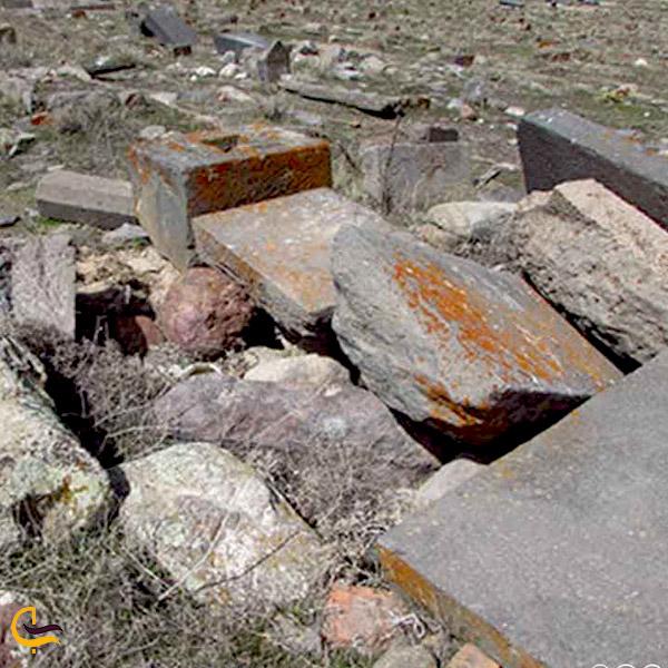 تصویری از قبرستان تاریخی لیقوان