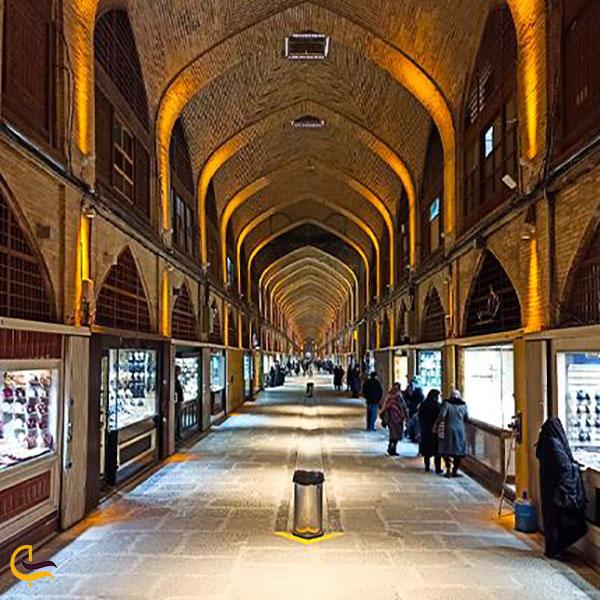 عکس داخل بازار هنر اصفهان