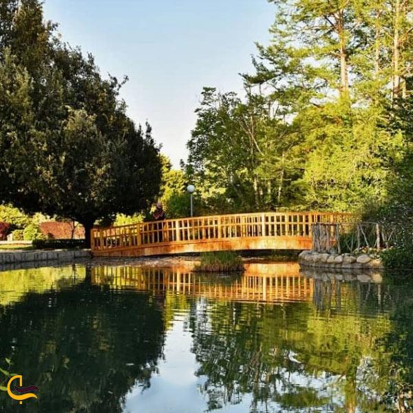 تصویری از آبنما و آبشار مصنوعی باغ گل ها اصفهان