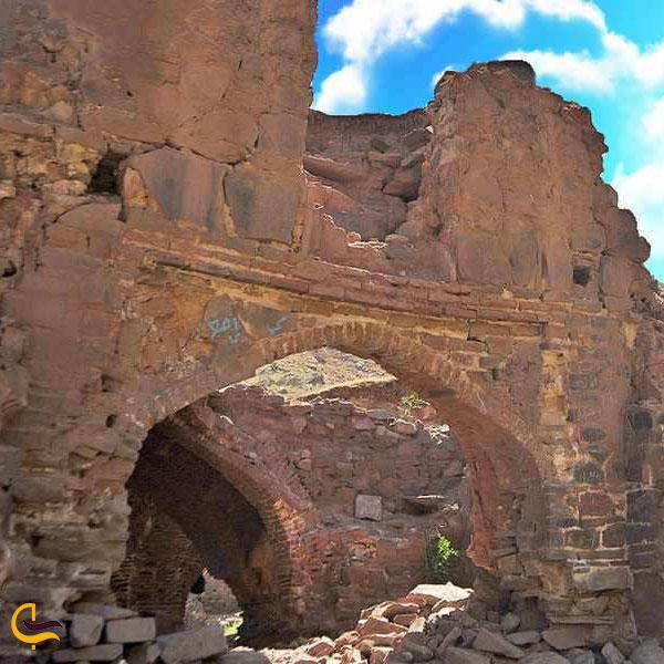 عکس کاروانسرای قدیمی آبشار آبگرم کلات