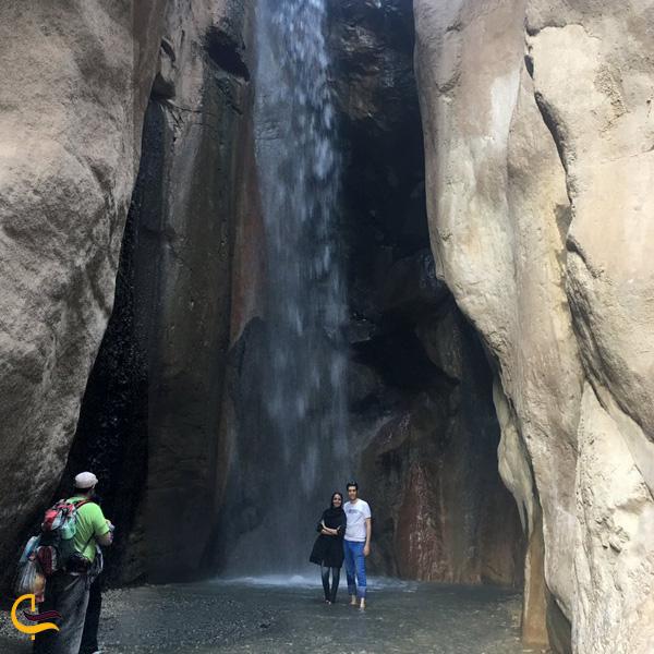 تصویری از آبشار رود معجن