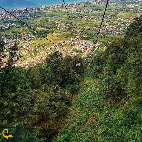 عکس نزدیک قله در تله کابین نمک آبرود