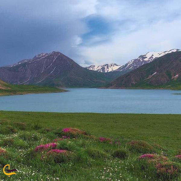 نمایی از دریاچه دشت لار